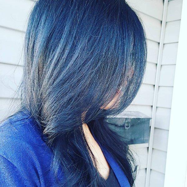 Blau Schwarz Haarfarbe