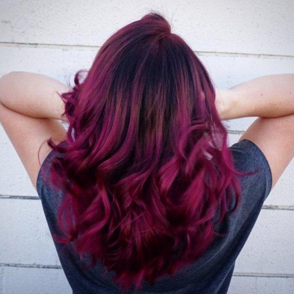 Lila wellige haare