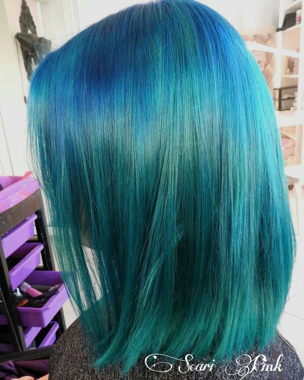 Neon blau Haarfarbe