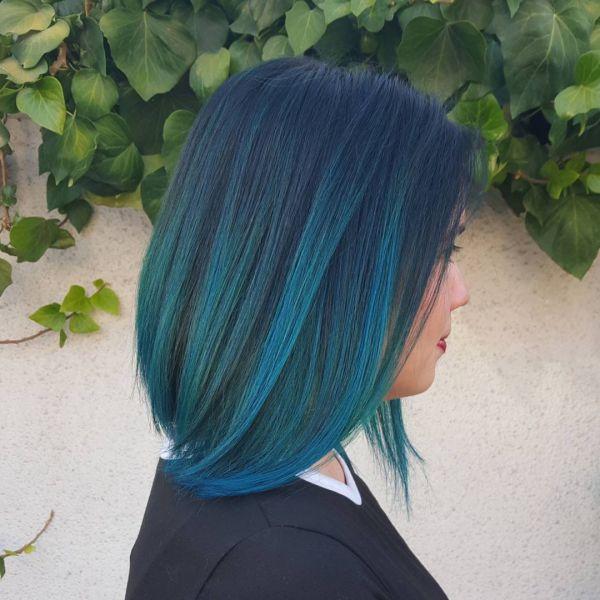 Blaue mittellange Haarschnitte