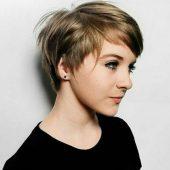 Blonde Pixie Frisur