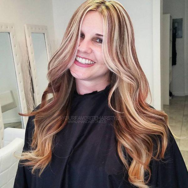 Blond mit roten strähnen