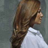 Karamell Haarfarbe mit braunen strähnen