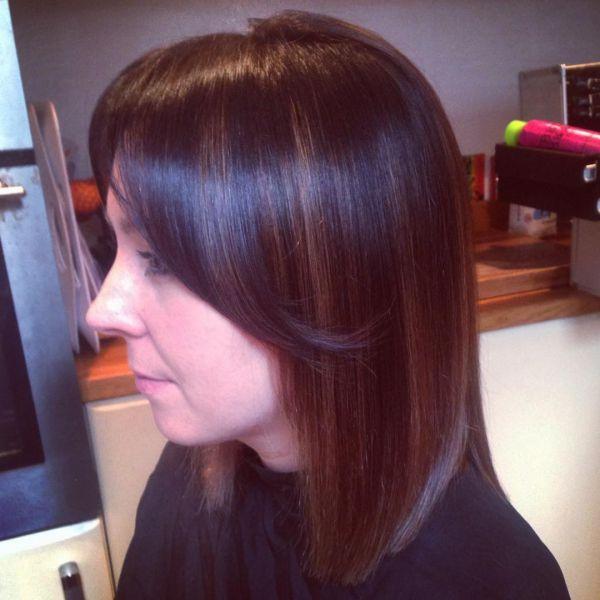 Rote haare mit dunklen strähnen