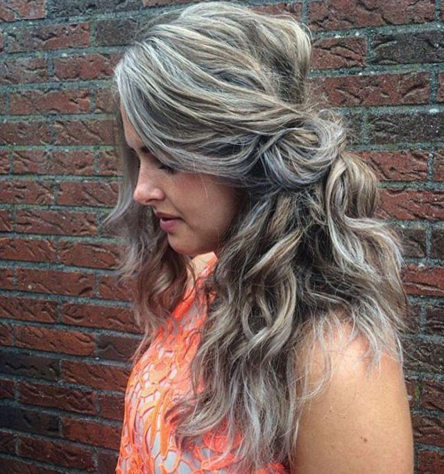 Dunkelblond mit grauen strähnen
