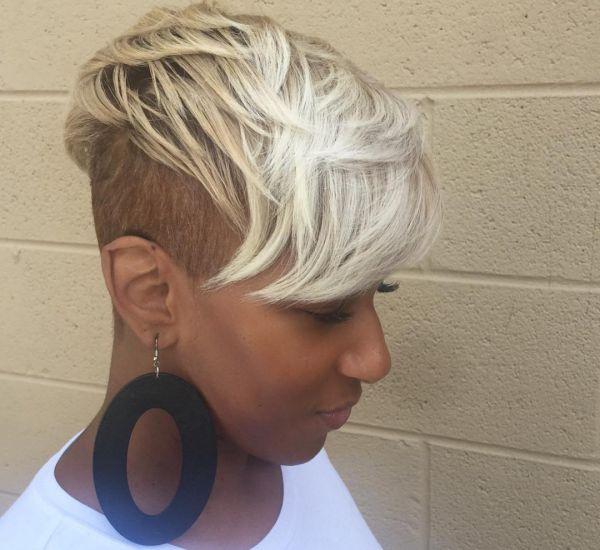 Sidecut Frisur nur die Seite kurz rasiert