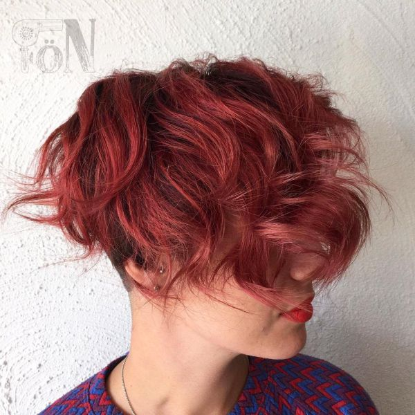 Rote Haare und Kurzhaarschnitt
