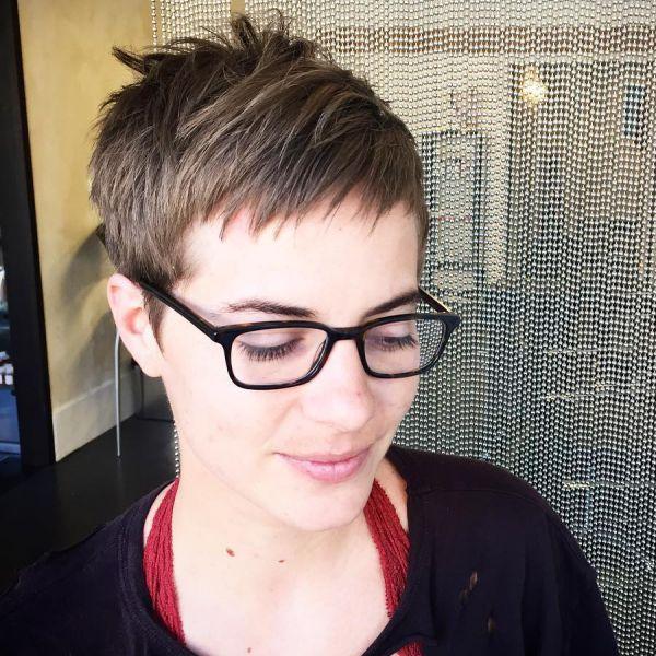 pixie cut für brillenträger