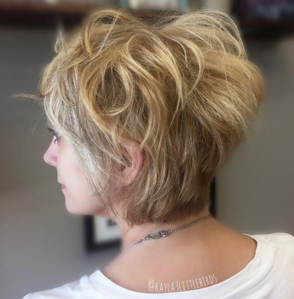 Unordentlicher Blonde Pixie Cut