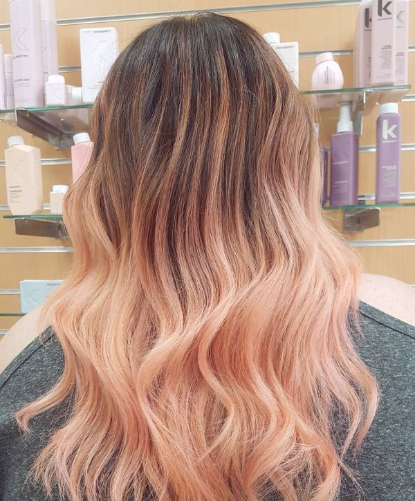 Rose Gold Haarfarbe für den Sommer