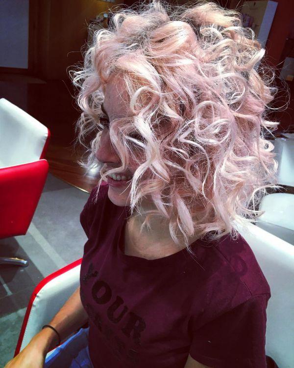 Rose Gold Haarfarbe und wellige haare