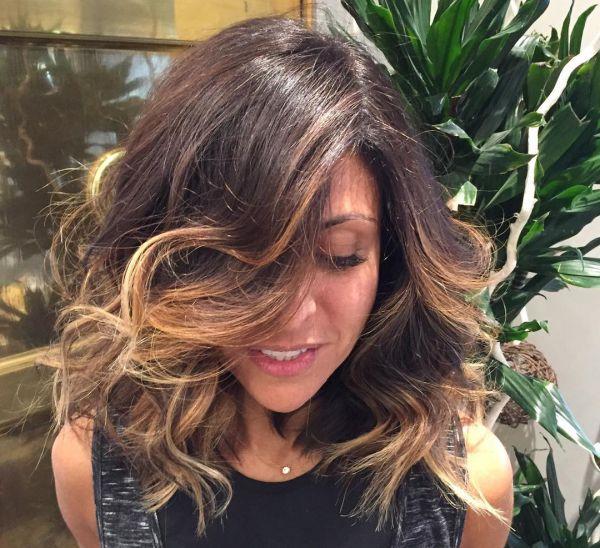 Braunen haarfarbe mit karamell strähnen