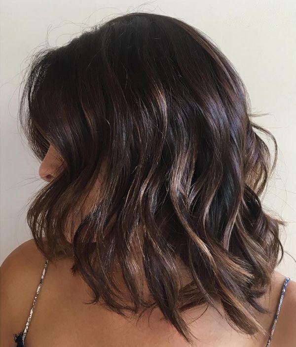 dunkle Bob Frisuren mit hellfarbenen strähnen beleuchten