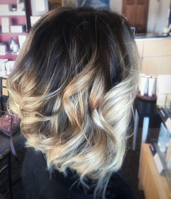 Blonde Strähnchen mit Schmelzfarbe
