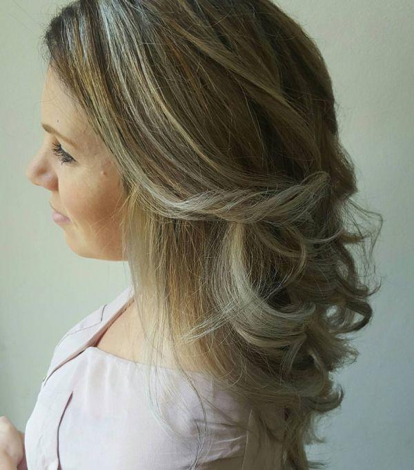 Aschbraun mit blonden Strähnen