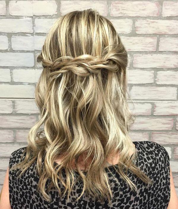 Mittelbraun mit blonden Strähnen