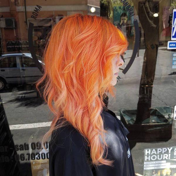 Orange haare mit blonden Strähnen