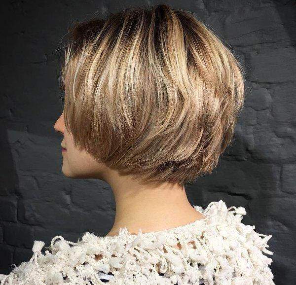 bob gestuft blonde haare