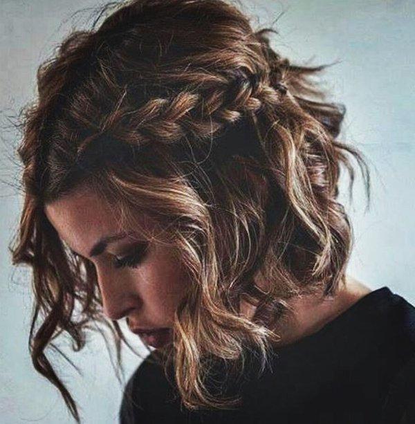 Flechtfrisuren für mittellange gewellte Haare